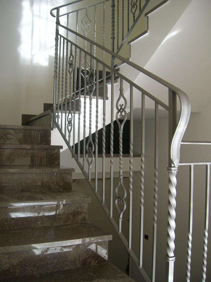 Ringhiere per interni ringhiere interni decorazioni curvilinee punte sfere borchie ferro - Ringhiere per interni ...